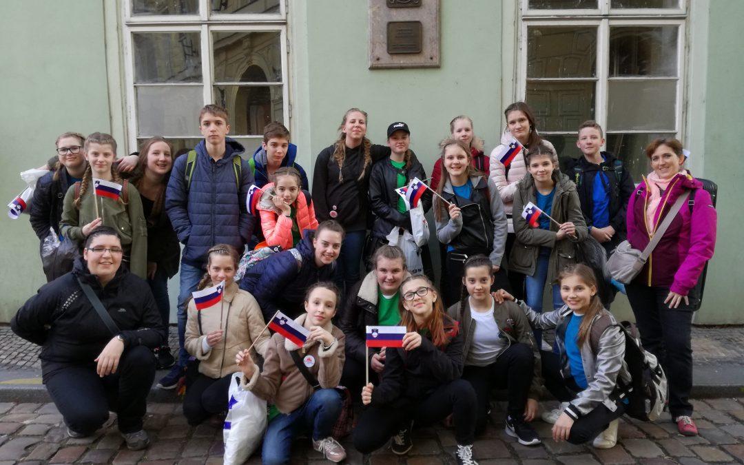 Članek o gostovanju mladinskega pevskega zbora v Pragi